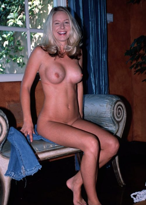 Farrah Sitting On Couch Fully Nude